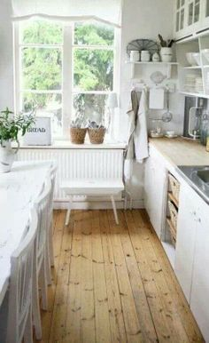 ::knotty pine floors...stylish...and so rustic::