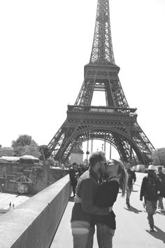 Eiffel tower...so romantic, kissing in front of the Eiffel Tower, Paris