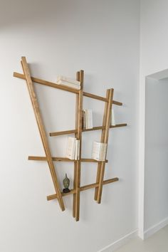 Wir bauen uns unser eigenes schräges Designer-Regal, ganz ohne Schrauben.