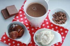 Heiße Schokolade mit Rumtopf. Lecker im Winter und in der Weihnachtszeit. Und hier ist das Rezept http://wolkenfeeskuechenwerkstatt.blogspot.de/2012/12/adventskalender-13-turchen-rumtopf.html