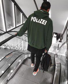 "700 Me gusta, 23 comentarios - Michael Berglund (@maiknila) en Instagram: ""polizei #yeezy"""
