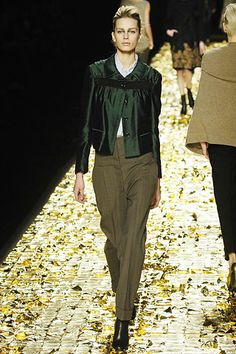Dries Van Noten Fall 2006 Ready-to-Wear Collection Slideshow on Style.com 6