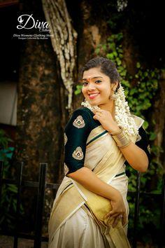 Kerala Saree Blouse Designs, Half Saree Designs, Kasavu Saree, Sarees, Womens Clothing Stores, Clothes For Women, Set Saree, Costumes Around The World, White Saree