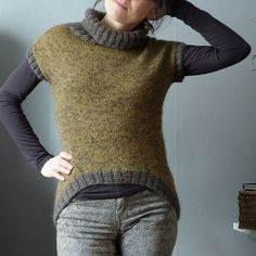 Siri pattern by Caroline Lang... MelleChou's Siri test knit- 8ply, top down, in the round