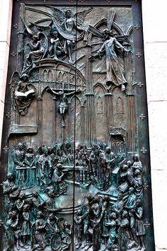 Intricate Carvings on the door of Catedral de la Almudena, Madrid, Spain Knobs And Knockers, Door Knobs, Door Handles, Cool Doors, Unique Doors, Entrance Doors, Doorway, Front Doors, Gates