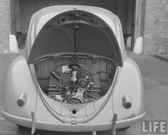 Engine compartment of a 1948 VW, nice detailed Life Magazine picture