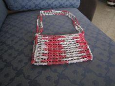 Bolso hecho con latillas y crochet.