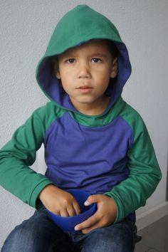 Mama Pluis: longsleeve t-shirt met capuchon