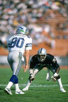 Defensive back Lester Hayes of the Los Angeles Raiders in action guarding wide receiver Steve Largent of the Seattle Seahawks during an NFL football game October 1986 at the Los Angeles Memorial. Get premium, high resolution news photos at Getty Images Raiders Players, Nfl Raiders, Oakland Raiders Football, Nfl Football Players, Football Memes, Raiders Baby, Football Stuff, Pittsburgh Steelers, Seattle Seahawks