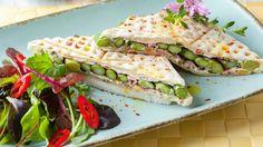 Tramezzini-Sandwich mit Spargel und Trüffelschinken