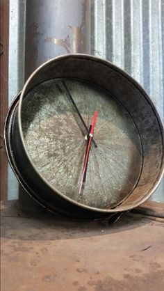 Repurposed cake tin clock.