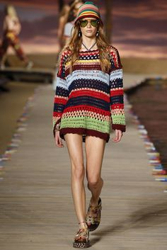 Crochet at Tommy Hilfiger Spring 2016 Ready-to-Wear Fashion Show - Tami Williams Pull Crochet, Mode Crochet, Crochet Top, Haute Couture Style, London Fashion Weeks, Black Crochet Dress, Crochet Blouse, Tommy Hilfiger, Crochet Clothes