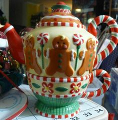 "Mary Engelbreit Gingerbread Men Teapot ""A Mary Little Christmas""  (Love teapots)"