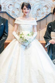 Fluffy Wedding Dress, Short Lace Wedding Dress, Long Sleeve Wedding, Dream Wedding Dresses, Bridal Dresses, Wedding Gowns, Bouquet, Asian Bride, Wedding Story