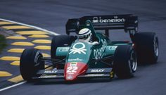http://fc02.deviantart.net/fs71/i/2013/004/a/0/riccardo_patrese__great_britain_1984__by_f1_history-d5qdy88.jpgからの画像