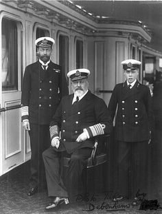 King Edward VII of England with his son George, Prince of Wales and his grandson Prince Edward , on board the yacht Victoria and Albert. Queen Victoria Albert, Royal Family Portrait, English Monarchs, King Edward Vii, Elisabeth Ii, Her Majesty The Queen, Queen Of England, British Monarchy, Queen Mary