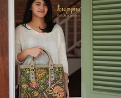 DONNA SOLO TOTE BAG - BIANTJOE   by: Kuppu Batik & Tenun    3.200.000,00    Batik Tulis Lawas made by Tjoa Swie from Solo, Central Java, combined with grey Italian cow leather and decorated with hand stitched.    - 35x26x13cm (LxHxW)   - Batik Tulis lawas from Solo, Central Java, Indonesia    More info   Laura 08119103668  Pin BB 751E6162    #batik #lawas #batiklawas #kuppu #batik #tenun #donna #biantjoe #tas #tasbatik #handbags #madeinindonesia #handmade