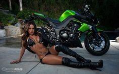 Girls on sport bikes, bikini sport bike, bikini motorcycle