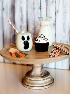 Throw a Kids Halloween Party >> http://www.diynetwork.com/decorating/how-to-make-black-and-white-halloween-decorations/pictures/index.html?soc=pinterest