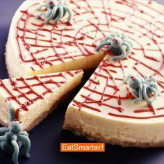 Spinnennetzkuchen zu Halloween   EAT SMARTER #halloween #torte #kuchen #backen Eat Smarter, Marzipan, Camembert Cheese, Halloween Party, Cheesecake, Pie, Sweets, Desserts, Food