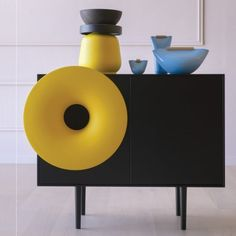 The Caruso cabinet completely changes the traditional furniture concept. Designed by Paolo Cappello for Miniforms, this cabinet includes a Hi-Fi system. Armoire Buffet, Sideboard Cabinet, Internet Of Things, Turn The Lights Off, Italian Furniture, Traditional Furniture, Mid Century Style, Mellow Yellow, Trumpet