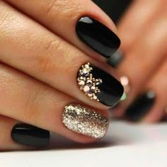 68 Trendy Nail Art Designs to Inspire Your Winter Mood winter nails; red and gold nail art designs. Red And Gold Nails, Gold Nail Art, Black Nail Art, Red Gold, Black Art, Black Nail Polish, Gold Polish, Green Nails, Red Black