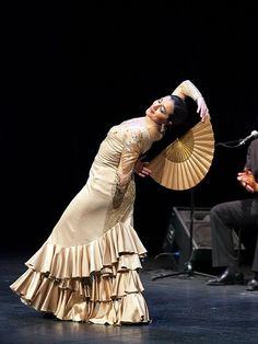 """ÁNGELES GABALDÓN """"Con Corriente"""" From Jueves Flamencos de Cajasol, Sevilla May 2, 2013"""