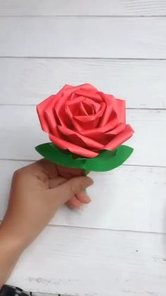 Paper Crafts, Diy Crafts For Gifts, Diy Home Crafts, Paper Art, Crafts For Kids, Arts And Crafts, Paper Flowers, Diy Flowers, Paper Decorations