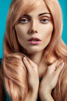 10 Charming Rose Gold Hair Color Dark Brown That Are Perfect for Spring Hair Color And Cut, Hair Color Dark, Hair Colour, Blond Rose, Peach Hair Colors, Light Strawberry Blonde, Hair Rainbow, Rose Gold Hair, Looks Cool
