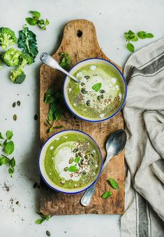 cream soup Spring detox broccoli green cream soup with mint and coconut cream in blue bowls on rustic wooden board over marble background top view. Brocoli Soup, Cream Of Broccoli Soup, Healthy Soup Recipes, Healthy Food, Healthy Life, Rustic Food Photography, Green Soup, Blue Bowl, Food Concept