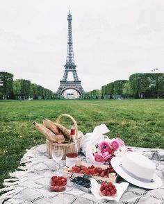 "14.1 tis. To se mi líbí, 147 komentářů – Paris (@topparisphoto) na Instagramu: ""Follow @topparisresto !! @topparisresto TOP Paris  par  @chernigova • #topparisphoto Allez sur…"""
