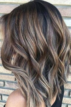 Natural and easy to maintain hair color. Balayage, ombre and hair dye inspiration! Hair Color Balayage, Bayalage, Ombre Highlights, Brunette Highlights Summer, Ashy Balayage, Ombre Hair, Balayage Bob Brunette, Brunette Highlights Lowlights, Medium Brown Hair With Highlights