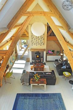 Oak frame barnhouse sling brace truss