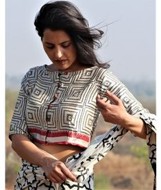 Browse handmade red block printed mul sarees designs collection online by Chidiyaa Fashion. Saree Blouse Neck Designs, Fancy Blouse Designs, Blouse Patterns, Dress Designs, Stylish Blouse Design, Indian Style, Indian Wear, Ivory, Indian Fashion