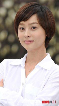 Woo Hee-jin (우희진) - Picture @ HanCinema :: The Korean Movie and Drama Database Woo Hee Jin, Jin Photo, Photo Galleries, Drama, Korean, Movie, Actresses, Gallery, Female Actresses