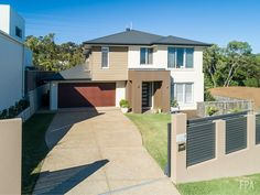 Little Court, Carindale