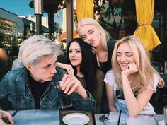 Lucky Blue Smith with is sisters Pyper, Daisy and Starlie