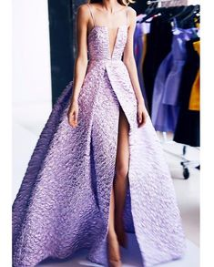 Styleirooni (@styleirooni) • Photos et vidéos Instagram Grad Dresses, Bride Maid Dresses, Ball Dresses, Ball Gowns, Fancy Gowns, Formal Gowns, Purple Dress, Lavender Dress Formal, Gowns Of Elegance Glamour