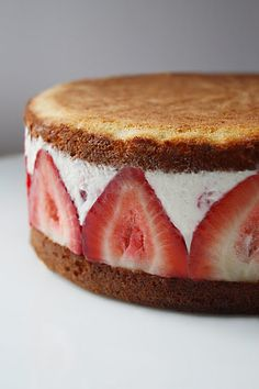 Enjoy strawberry ice cream cake in hot summer. Ice Cream cake is most desired dessert by all. The very first time ice cream cake was made with biscuits and whipped cream. But later on as it gets popularity the different variations came time to time. Just Desserts, Delicious Desserts, Dessert Recipes, Yummy Food, Dessert Healthy, Strawberry Cream Cakes, Strawberries And Cream, Strawberry Shortcake, Strawberry Cheesecake