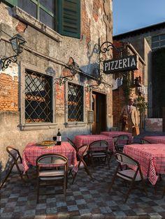Italian Villa - Pizzeria - travelling to Italy Pizzeria Design, Deco Pizzeria, Restaurant Design, Restaurant Ideas, Italian Bar, Italian Bistro, Italian Villa, Italian Style, Italian Restaurant Decor