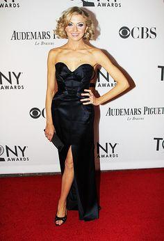 Nina Arianda in Oscar de la Renta. Gorgeous! #TonyAwards