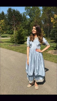 Party Wear Indian Dresses, Pakistani Fashion Party Wear, Designer Party Wear Dresses, Indian Gowns Dresses, Indian Fashion Dresses, Kurti Designs Party Wear, Dress Indian Style, Indian Wedding Outfits, Indian Designer Outfits