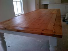 Rustic table, recycled. Oregon pine. Reclaimed. French round legs Custom Made Furniture, Kids Furniture, Office Furniture, Furniture Design, French Oak, French Country, Scaffolding Wood, Vanity Units, Rustic Table