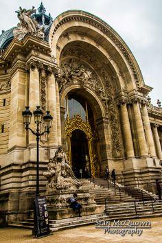 Walking up to the Petit Palais!