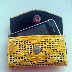 Žlté púzdro na mobil Crochet cell phone case in yellow