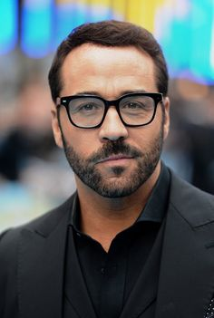 Pin for Later: British Stars Joined the Entourage in London Last Night Jeremy Piven