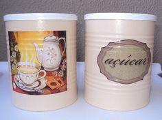 Nada melhor que acordar e tomar um café ou um chá bem quentinho para começar bem o dia... Latas personalizadas para chá... café... açúcar... peça já a sua!!! * valor R$15,00 (cada lata)