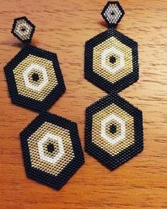 Enamoradas de lo nuevo PoetaEarrings 🖤⚡️#Bocanegra #PoetaEarrings Big Earrings, Seed Bead Earrings, Chain Earrings, Beaded Earrings, Seed Beads, Bead Weaving, Wicca, Beadwork, Diy And Crafts