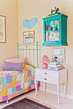 Una habitación infantil brillante
