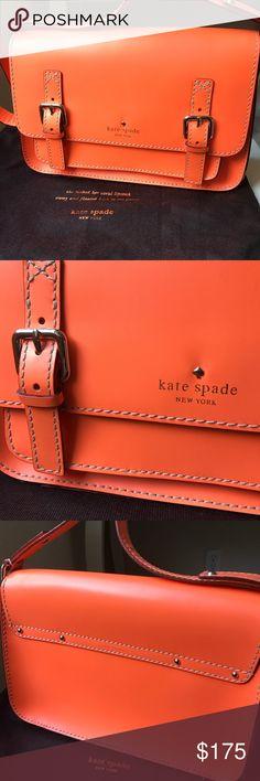 Katespade street purse Very good condition, like new. kate spade Bags Crossbody Bags